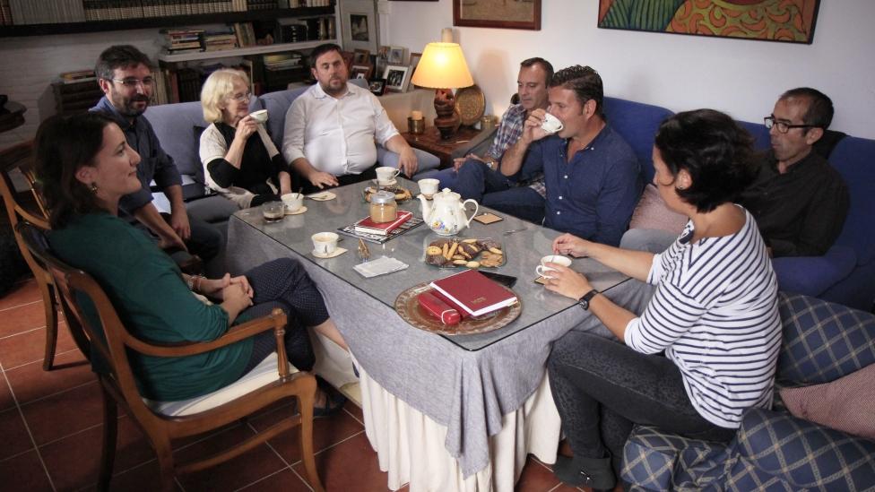 Temporada 9 Oriol Junqueras con una familia sevillana