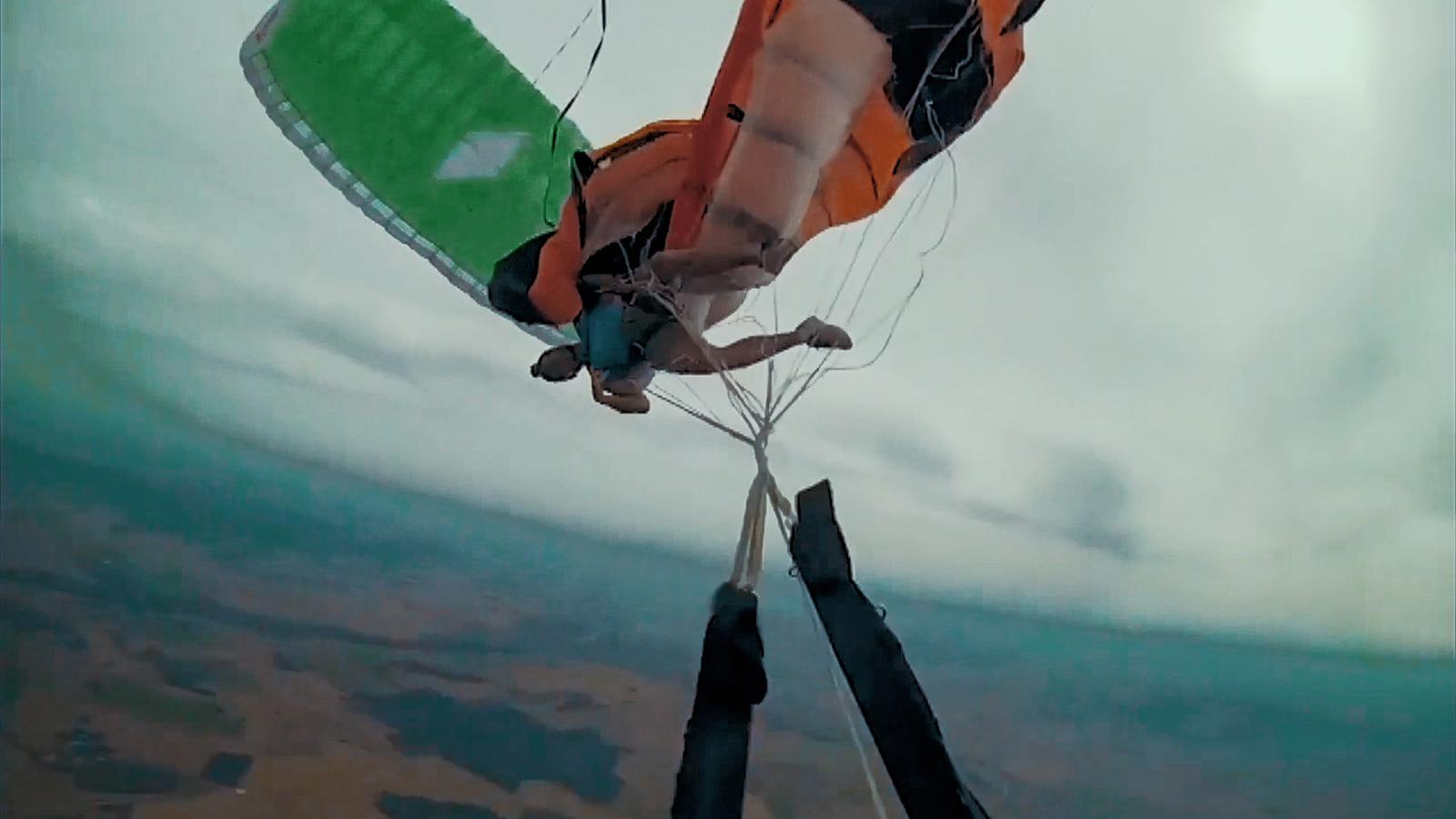 Temporada 1 Problemas bajo el agua, Paracaidismo extremo, Pelea en Rusia