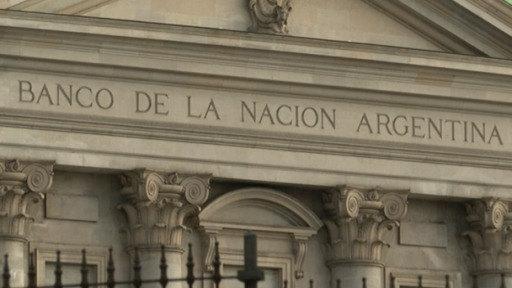 Argentina se aleja del default