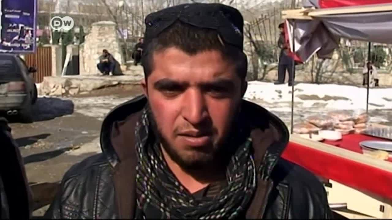 Atentado talibán mata a más de 120 personas