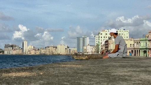 Cuba elimina restricciones al dólar ante la crisis económica