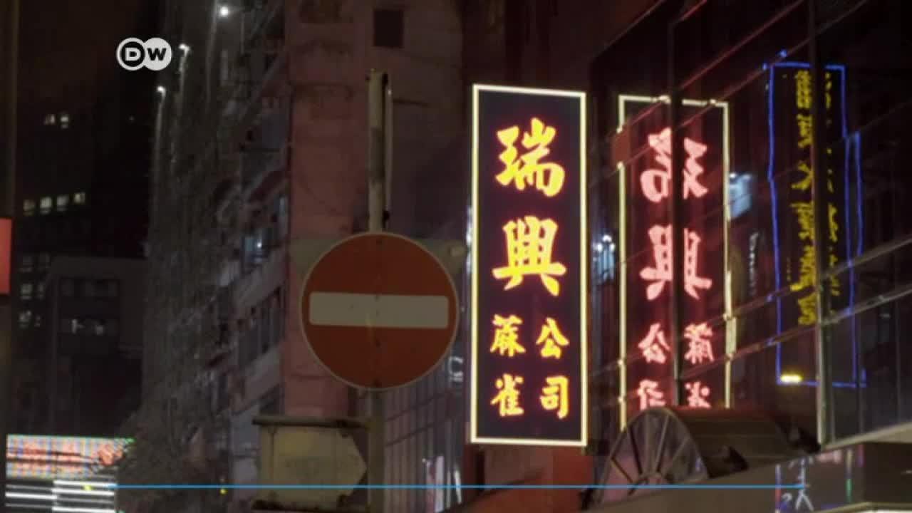 Desaparecen los carteles de neón, un sello de Hong Kong
