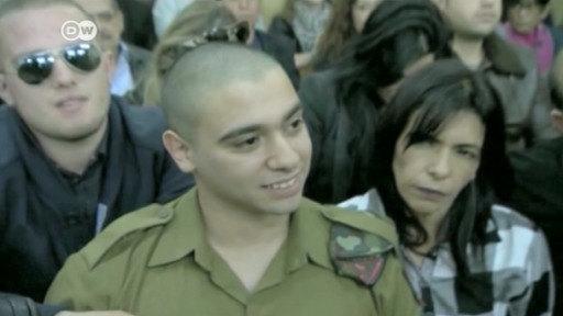 El soldado israelí, Elor Azaria, sale de la cárcel