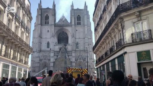 La catedral de Nantes en llamas