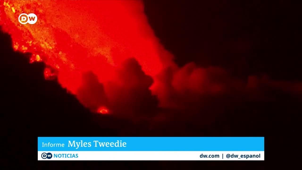 La lava del volcán de La Palma alcanza el océano Atlántico