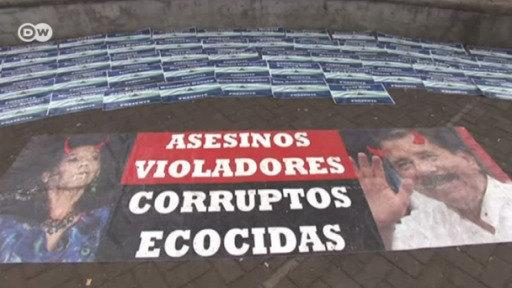Miles de nicaragüenses huyen del país