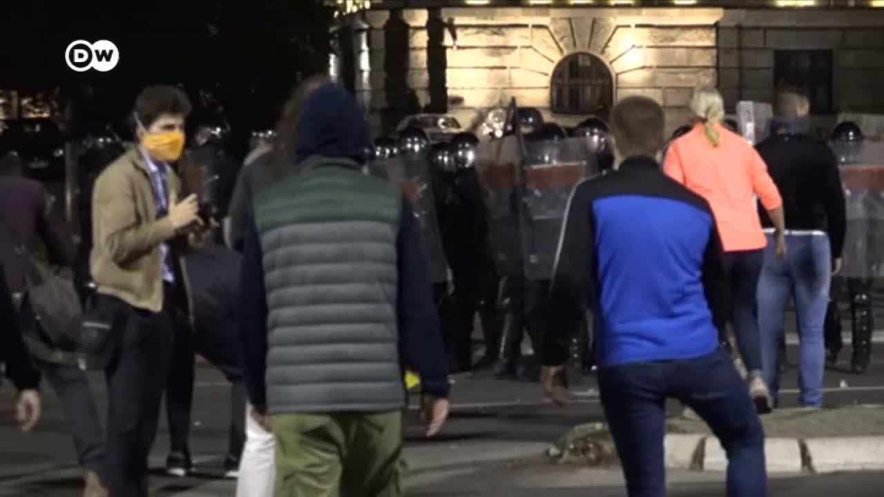 Protestas en Belgrado contra las medidas del gobierno