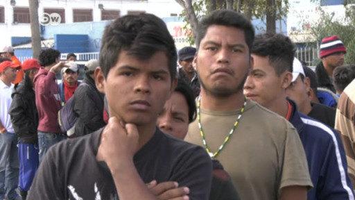 Saltar el muro o esperar el asilo: el dilema de los migrantes