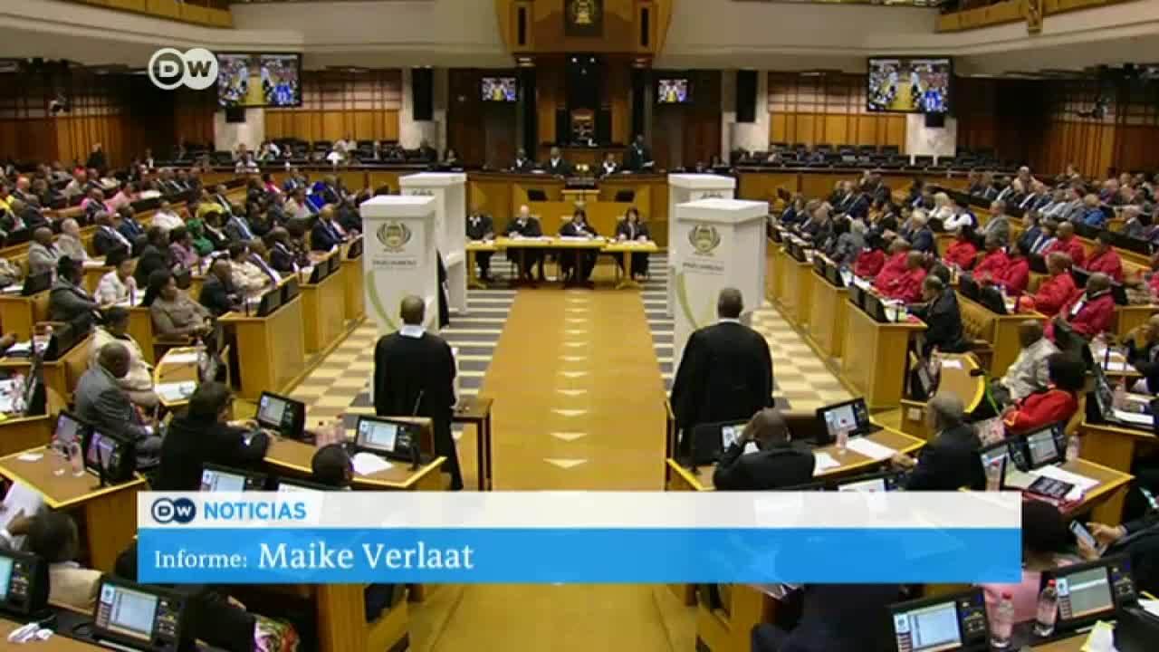Zuma supera la moción de censura