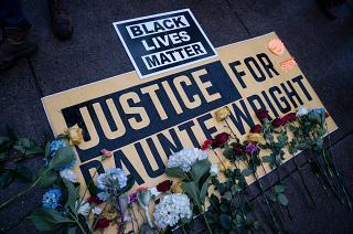 Continúan las protestas en Mineápolis pese a la dimisión de la agente que mató a Daunte Wright