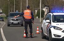 Francia pasará este jueves la barrera de las cienmil muertes por COVID-19
