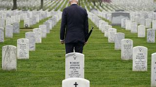 Joe Biden en una visita al Cementerio de Arlington