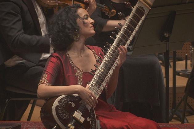 Viajamos a un mundo lejano con la virtuosa del sitar Anouska Shankar