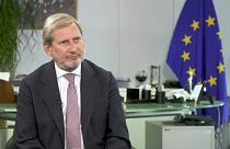 Johannes Hahn aclara a 'los 4 frugales' que el fondo de recuperación no es
