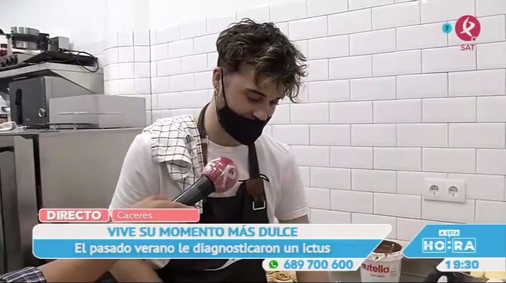 Álvaro Holgado, el joven repostero que endulza las vidas de los cacereños