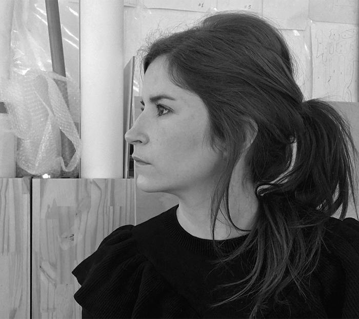 La artista Beatriz Castela introduce la virtualidad de un píxel en la Plaza de Santa María