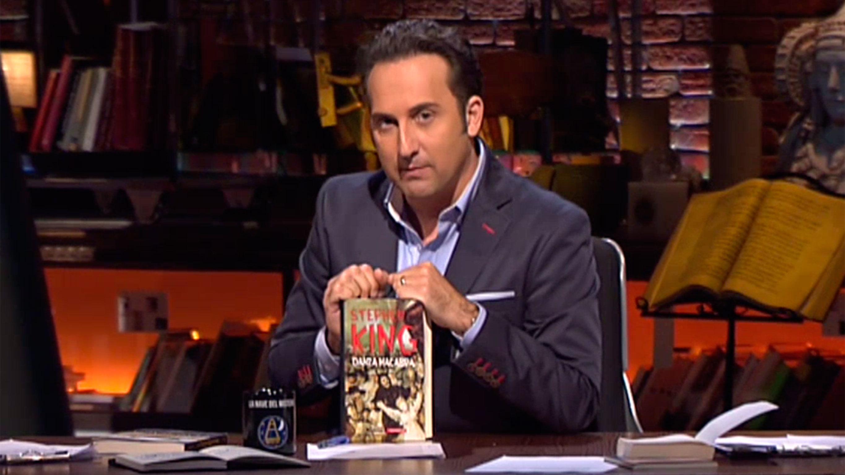 Canal: Mitele Programa: Cuarto Milenio Título: Temporada 12 Programa 472    El Rey Del Terror Descripcion: El Ritmo Vertiginoso Del Escritor Stephen  King Y ...