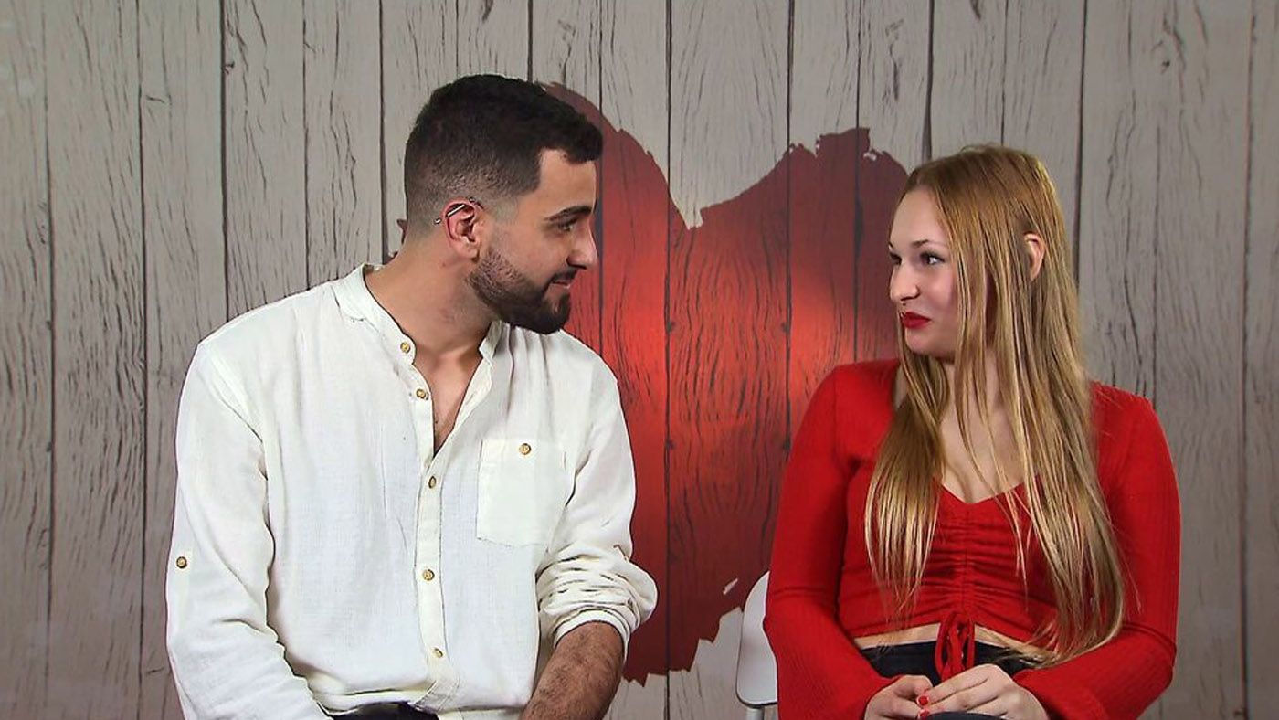 Top Vídeos Olivia y Guillermo se gustan tanto… ¡que se besan en el pasillo del restaurante! - Top Vídeos 20/04/2021