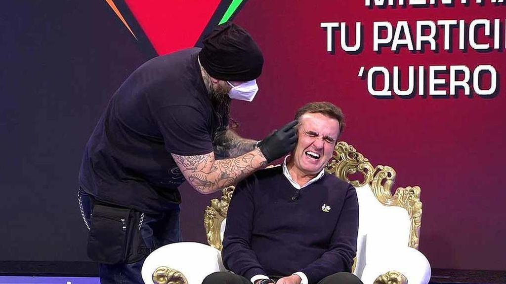 Vídeos ¡Insólito! Antonio Montero se hace un piercing en directo - Sálvame 11/11/2020