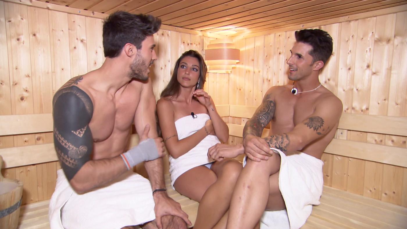 2761-2811 Progr. 2.763 - La inesperada cita de Carmen a dos bandas en la sauna
