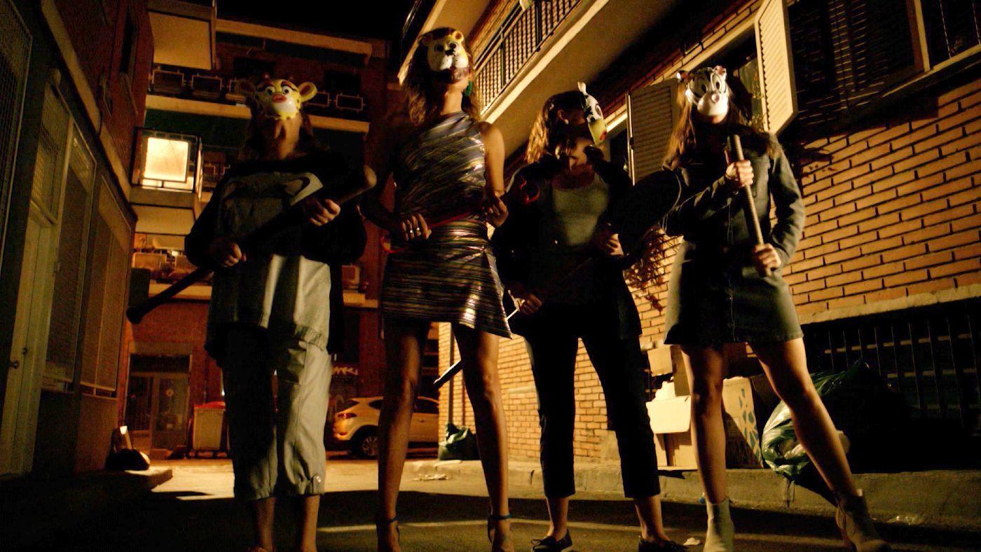 Temporada 2 Capítulo 14 - Cuatro señoras y un funeral