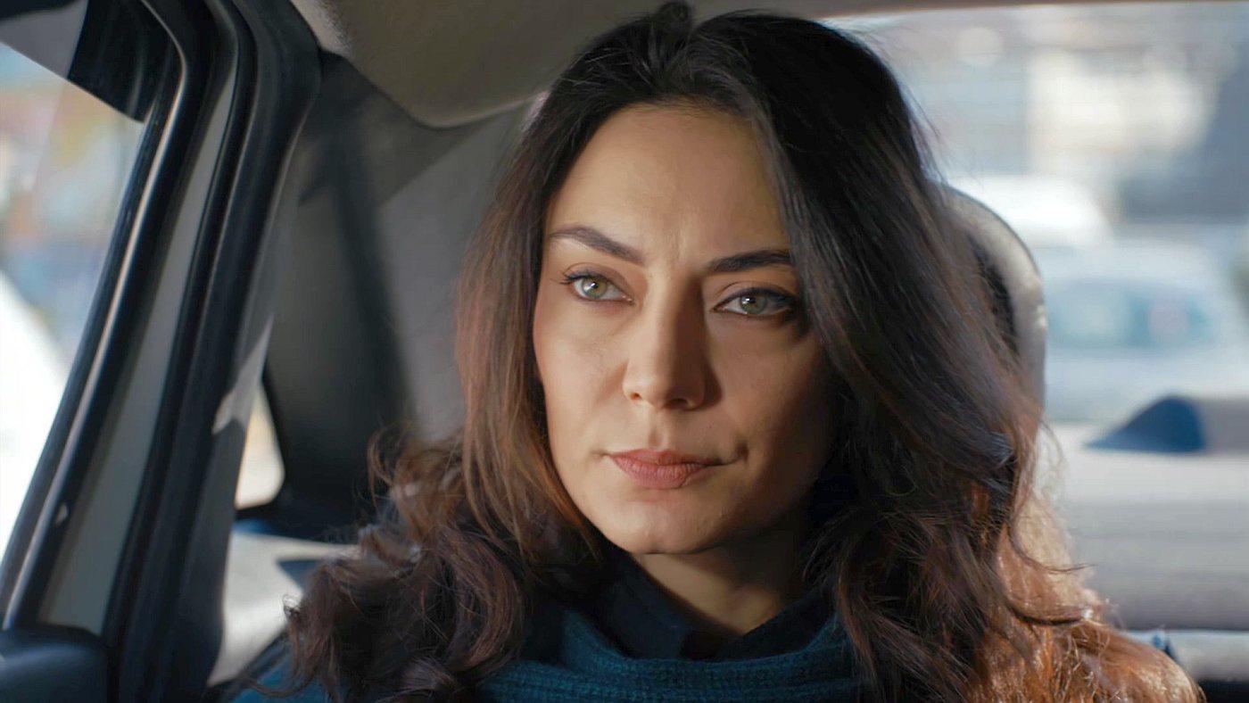 Temporada 1 Capítulo 23 - Korhan sospecha de Cahide y Hülya