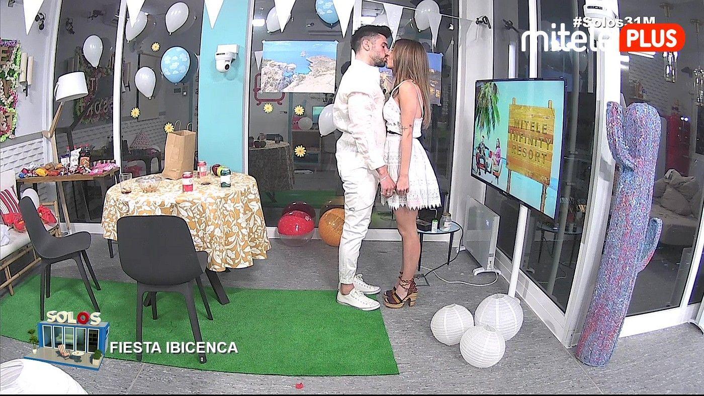 Bea y Dani Fiesta ibicenca - Ganas de verano