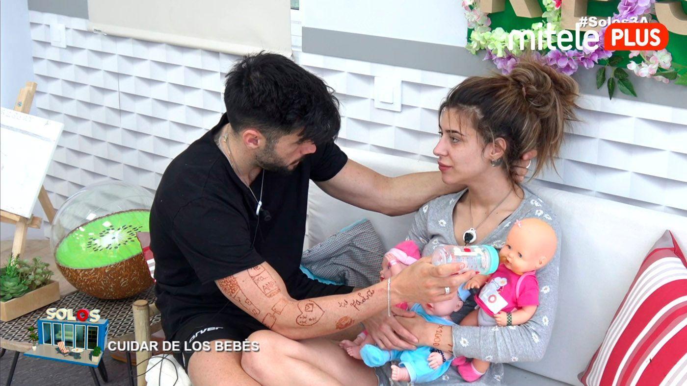 Bea y Dani La guardería del resort - Cuidando bebés