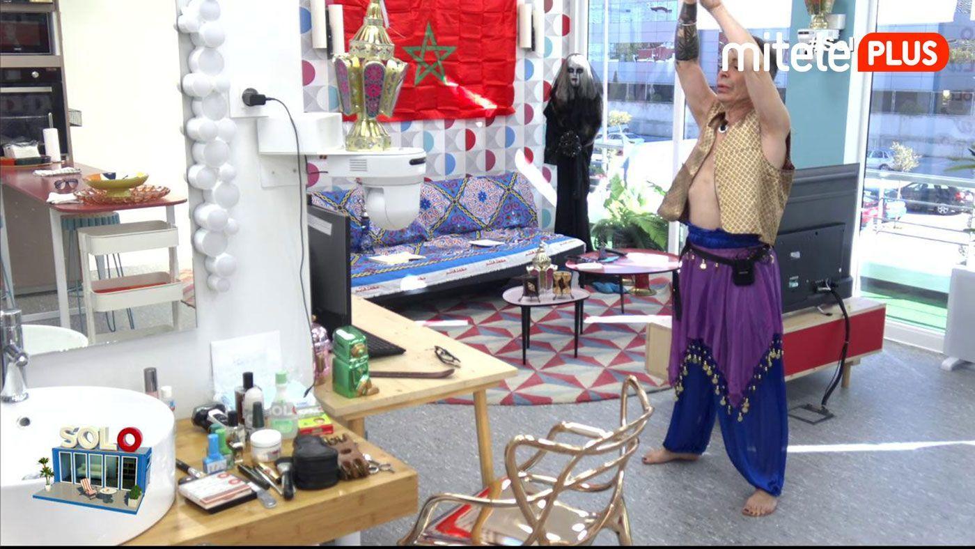 Maestro Joao Clase danza del vientre - Joao aprende a mover las caderas