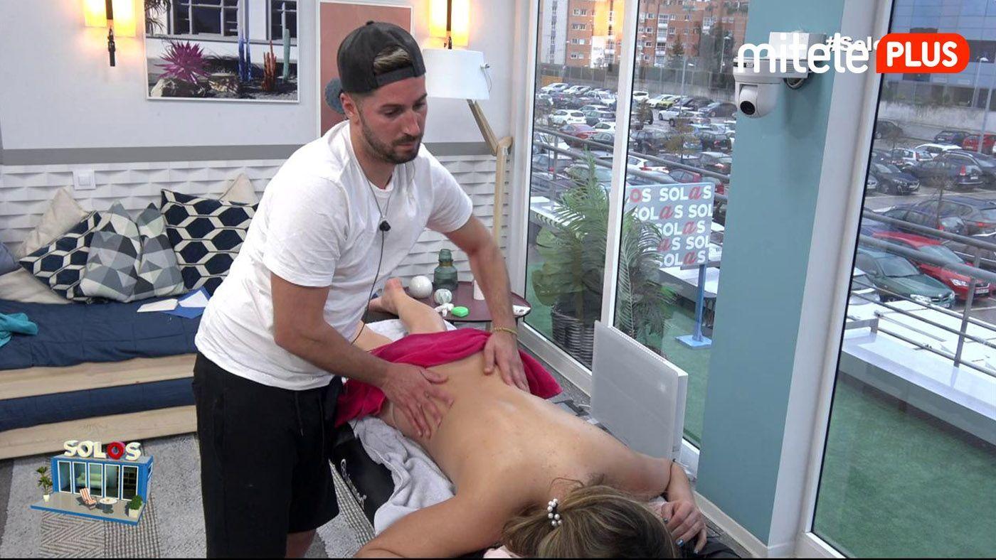 Marta y Lester El masaje relajante de Lester a Marta - Una hora de relax y sensualidad