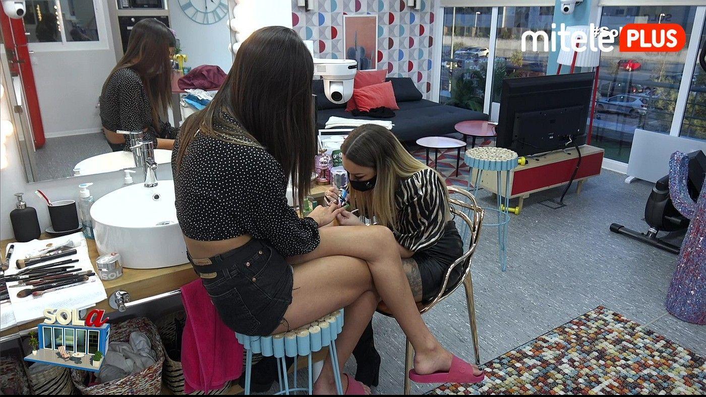 Sofía Suescun Sesión de manicura con Roma - La amiga de Sofía le hace las uñas