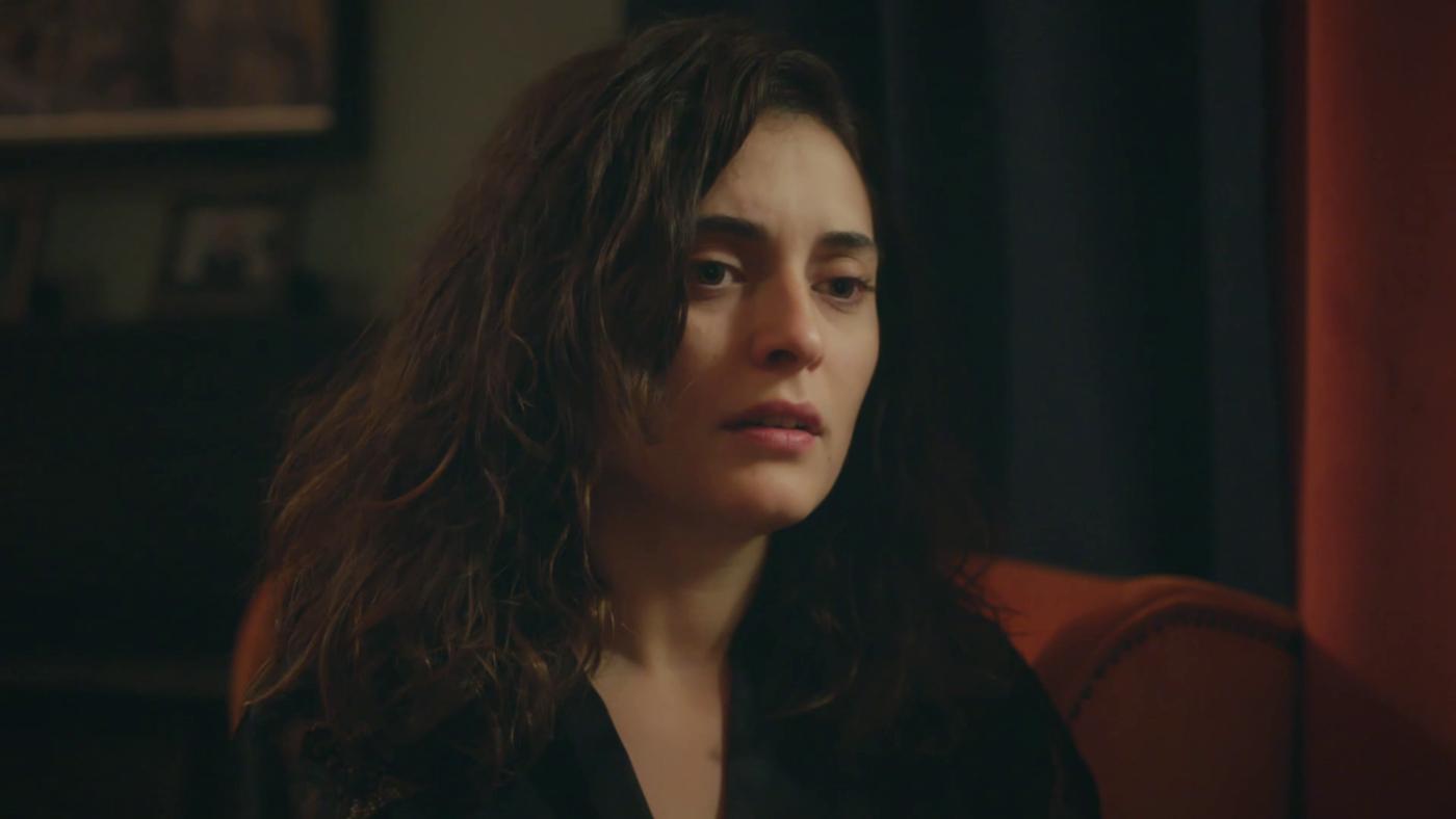 Temporada 1 Capítulo 26 - Merve se desmorona tras la detención de Serhan