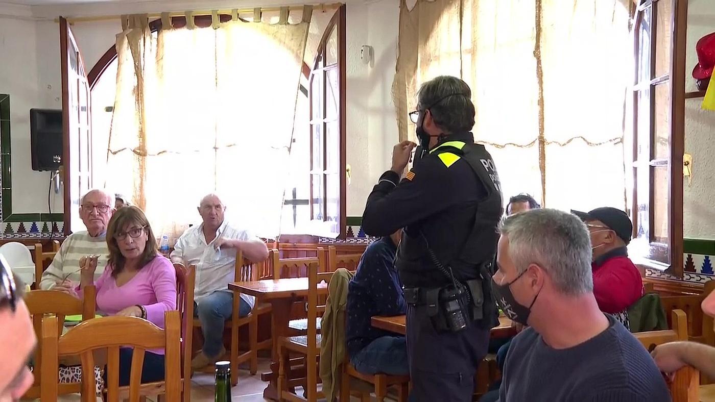 2020 Programa 451 - El restaurante de Manuel sigue lleno a pesar de las advertencias y multas