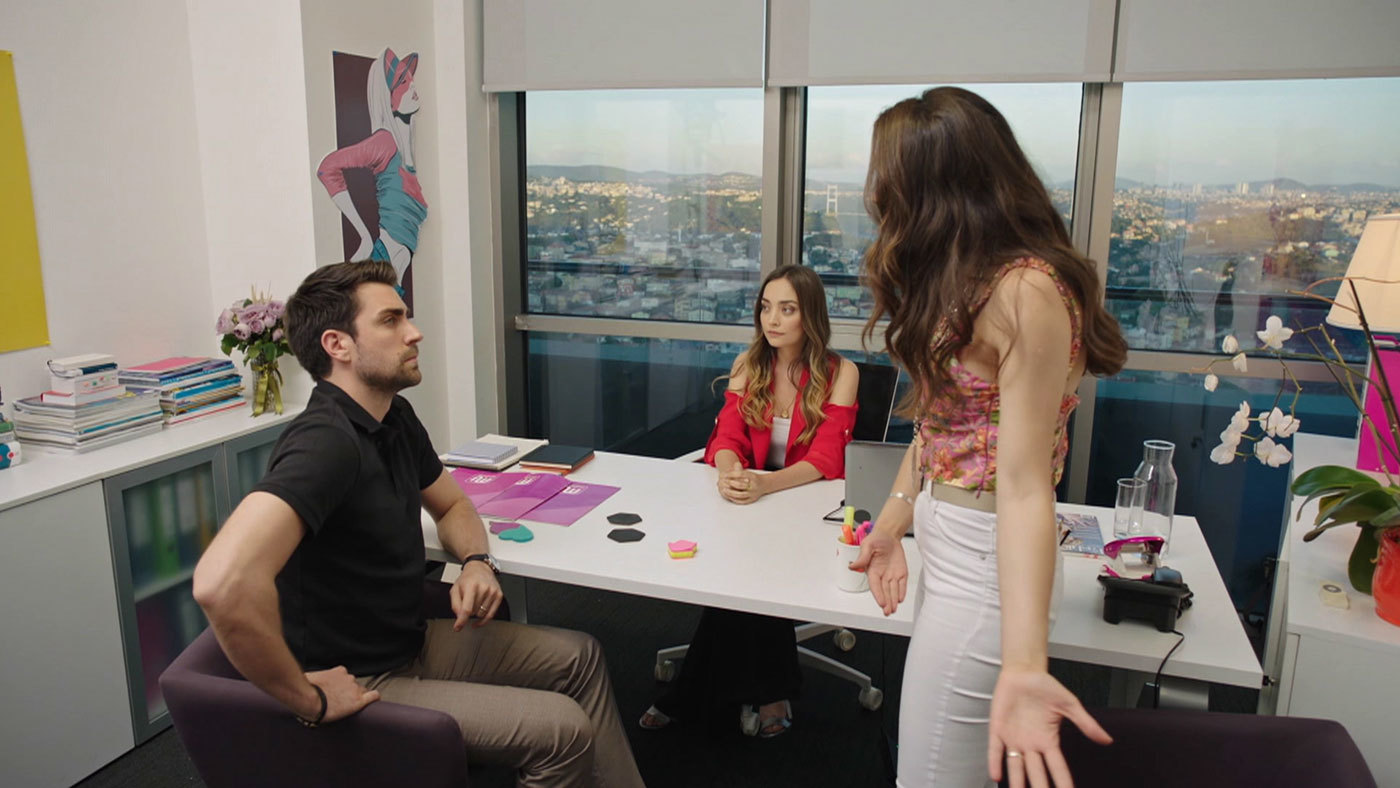 Temporada 1 Capítulo 17 - Ceyda tiende una trampa a Kerem