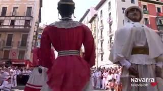 Últimos bailes de los gigantes para despedir San Fermín