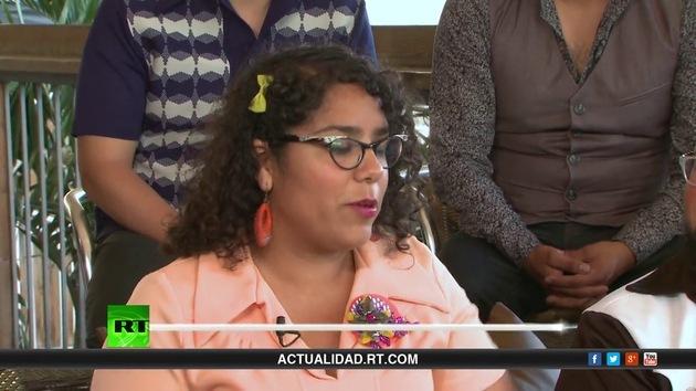 """2013-06-29 - Entrevista con """"La Santa Cecilia"""", banda latina de Los Ángeles"""