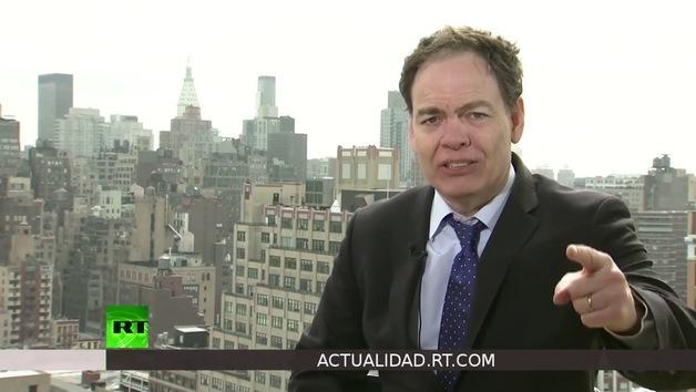 2013-03-14 - Keiser Report en español. ¿Por qué en EE.UU. buscan un 2do y 3er empleo? (E418)