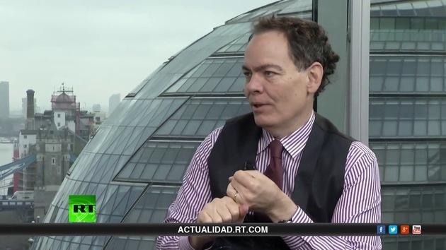 2013-10-08 - Keiser Report en español. Compensaciones por fraude fluyen hacia la economía (E507)