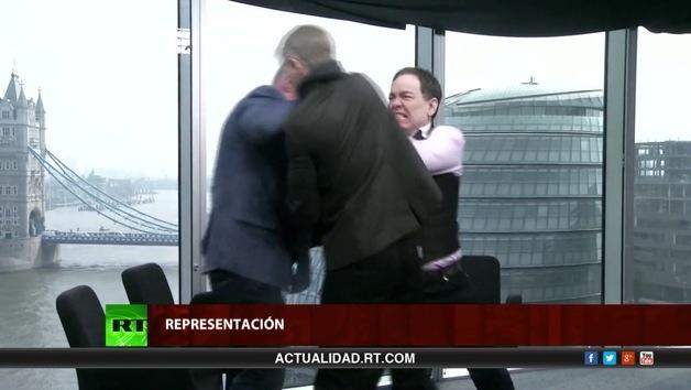 2014-04-01 - Keiser Report en español. Guillotinas para los banqueros (E582)