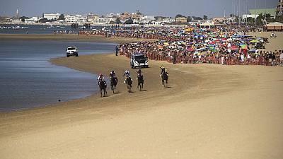 Calor suave en las playas y viento fuerte en el estrecho