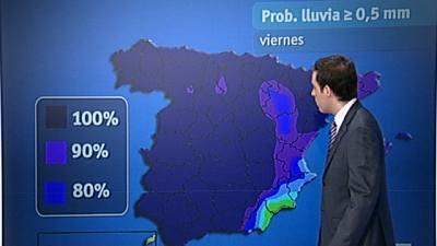 Chubascos en el oeste peninsular e intervalos de fuertes vientos en Almería