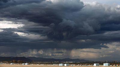 Chubascos y tormentas localmente fuertes en Cataluña y sureste peninsular