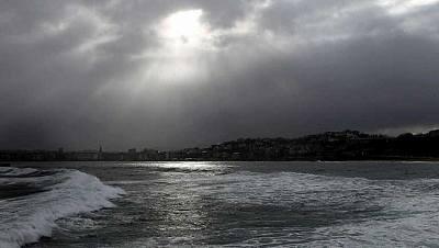Cielo muy nuboso en Galicia, cantábrico occidental y oeste de Andalucía