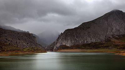Día nuboso con precipitaciones en Galicia y oeste de Asturias
