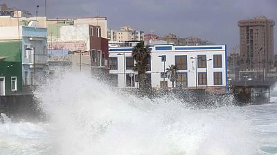 El temporal de mar activa la alerta roja en Galicia por olas de 9 metros