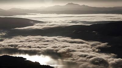 Las nieblas persistirán en el interior y las lluvias afectarán al oeste