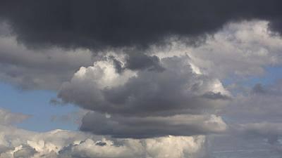 Lluvia en Canarias, Cádiz y Sistema Central, con viento en Galicia