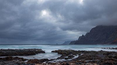 Lluvias fuertes en el oeste de Canarias y Cádiz con temporal en el Estrecho