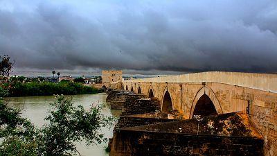 Precipitaciones en el sur de Andalucía, viento fuerte en el litoral de Galicia