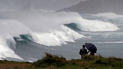 Precipitaciones localmente fuertes o persistentes en las mitades oeste de Galicia y de Canarias